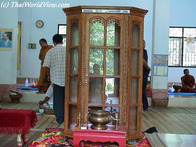 Donate Furniture on To Make A Donation To A Temple  A Ceremony Isorganized  This Donation