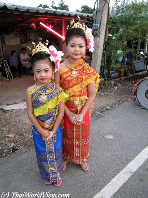 buddhist single women in coats Are there any traditional buddhist clothes that laymen and women can wear any traditional clothing in buddhism daftchris spiritually conflicted.