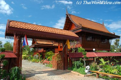 Thai Houses Page 2 4
